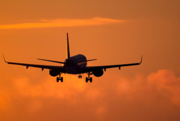 ОТНОВО! Самолет кръжа над София заради гръмотевиците