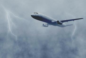 Самолет кръжа 40 минути над София заради буря