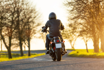 Моторист забрави жена си на пътя