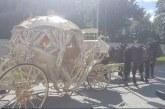 Всички изумени! Златна каляска и оркестър за българче пред родилно в Полша