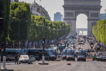 """Нападателят в Париж въоръжен с """"Калашников"""", мъртъв е"""