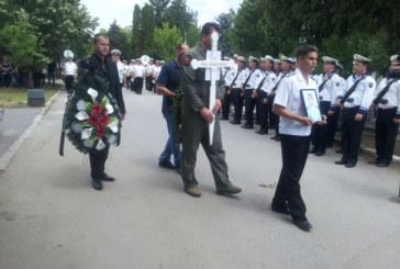 Стотици отдадоха почит пред загиналия пилот майор Анастасов