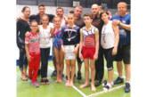 """Благоевградски треньор се върна от САЩ и изненада с подаръци гимнастиците на """"Пирин"""""""