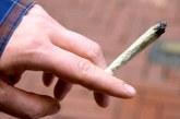 Благоевградчанин изпробва нервите на ченгетата! Сви си цигара с марихуана и гордо я размаха
