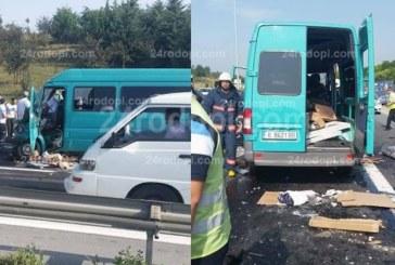 Зверски сблъсък между български бус и ТИР на пътя Истанбул – Одрин, двама са загинали