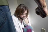 СЕМЕЙНА ДРАМА! Мъж преби жестоко майката на децата си, чул мъжки глас по телефона