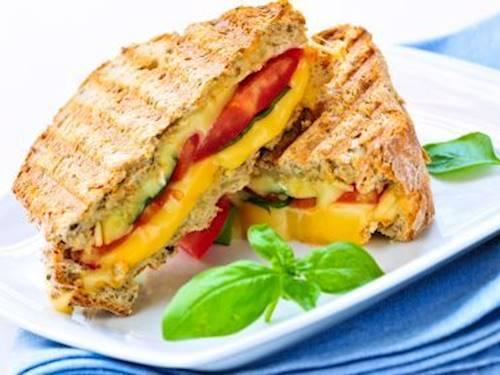 Лесна, бърза и много вкусна пица сандвич