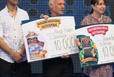 КЪСМЕТЪТ СПОХОДИ ДВАМА В ЮГОЗАПАДА! Мъж от Дъбница спечели 10 000 лв., 21-г. младеж грабна чек за 5000 лв. от националната лотария