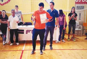 """Хандбалист на """"Интер"""" с голмайсторския приз на ученическите финали в Хасково"""