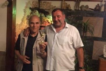 Наградиха пенсиониран метролог за заслуги към футболното съдийство в Благоевград