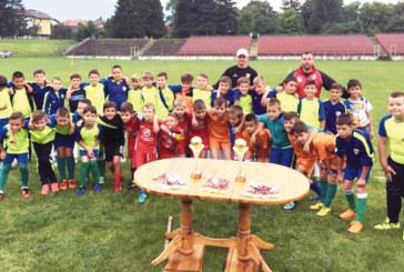 Ветерани събраха малчуганите на Банско на футболен турнир в дъжда
