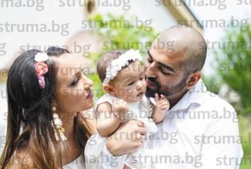 Бившият хандбален национал, сега главен готвач, Ал. Илиев празнува с 60 гости кръщенето на дъщеричката си