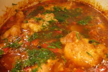Пиле яхния с лук