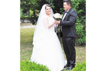 Арх. инж. Димитринка Митрева и букмейкърът Кирил Кунцев долетяха от Лондон, за да вдигнат пищна сватба