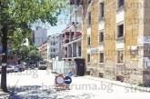 """Пълен хаос в движението! Благоевградчани: Затворената улица при бл. """"Лира"""" заради строеж на кооперация вкарва в капан шофьорите"""