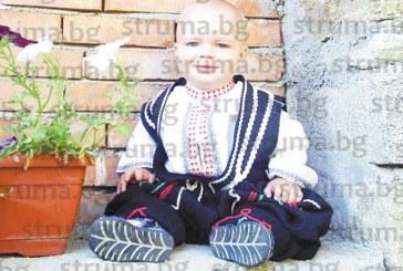 Кюстендилката Елена Славова, майстор на народни художествени занаяти, номинирана за живо човешко съкровище: Плета чорапи за българи в Америка, майки ми поръчват везани ризи, за да кръстят в тях бебетата си, правя муски за любов за внучките на приятелки