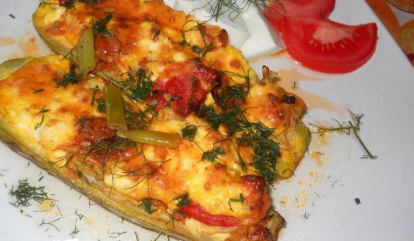 Тиквички с яйце и сирене във фурна