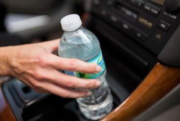 Не пийте вода от бутилка, престояла в колата