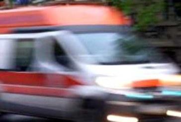 Шофьор на микробус заби отвертка в ръката на таксиметраджия от Благоевград