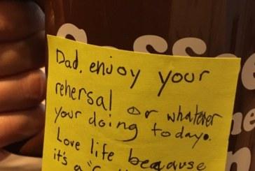 Синът на самоубилия се вокалист на Linkin Park с трогателно послание към баща си