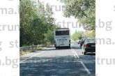 ТЕЗИ СНИМКИ НА Е-79 СПИРАТ ДЪХА! Цял автобус на косъм заради джигит на пътя
