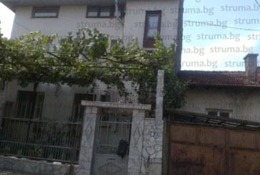 СРЕДНОЩЕН ЕКШЪН В ДУПНИЦА! Маскиран крадец опита да проникне през прозорец на 2-ия етаж, посрещна го юмрукът на собственичката
