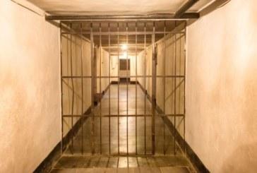 Майка прати студентка в затвора, задето прелъстила 14-годишния й син