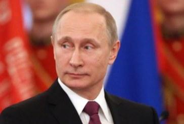 Варварски ритуал! Путин се къпе в кръв от отрязани еленски рога за здраве и мъжественост