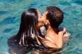 Каква любов! Целувки и секси докосвания за Гришо от Никол на райски плаж (УНИКАЛНИ СНИМКИ)