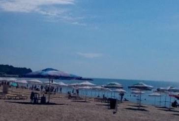 Кошмар на плажа в Бургас! Страшна напаст нападна туристите