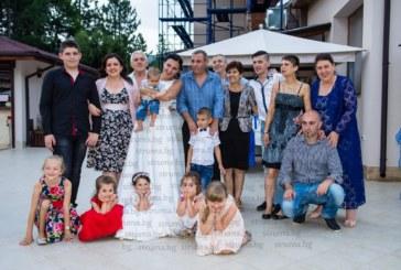 """С 2-дневно сватбено парти и 150 гости собственикът на Кордопуловата къща Г. Паспалев и половинката му Светла """"бетонираха"""" връзката си, най-щастлива бе дъщеричката им Никол"""