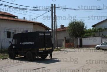 Нещо става в ромската махала! Жандаремия блокира квартала, хората се изпокриха