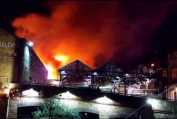 Голям пожар в центъра на Лондон! 60 пожарникари гасят пламъците