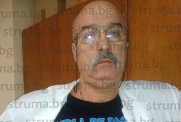 Болничният шеф доц. Д. Недин разви неудържима страст към тениските с лика на Путин, търси си още в различни цветове