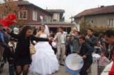 Заради сватбите: Изземват усилвателите на ромите в Дупница