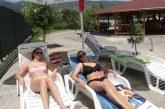 Благоевградчани се спасиха от жегите на плажовете в Симитли, плащат по 4 лв. вход + 4 лв. за шезлонг