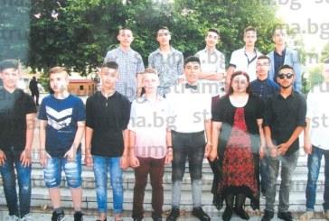 """Емоционален купон на раздяла си организираха учениците от 8 """"б"""" клас на кресненското СУ """"Св. Паисий Хилендарски"""""""