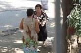 ПЪЛЕН ШАШ! Баби се бият на спирка, внучето на едната се качило в рейса първо