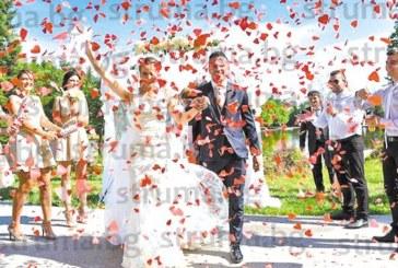 Сватба като в приказките! Гурбетчии се върнаха от Англия, за да увенчаят 9-г. си любов с брак