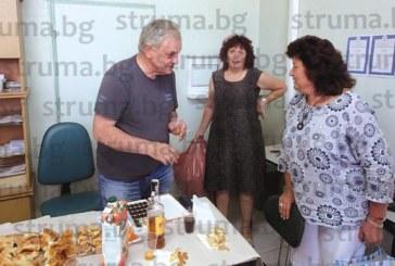 Доайенът в РЗИ – Благоевград д-р Е. Димитров се пенсионира, изпратиха го с почести и подаръци
