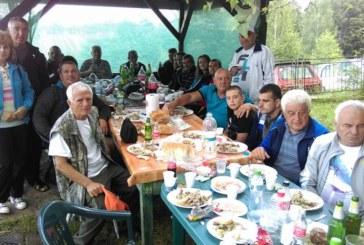 """На богати трапези под дебелите сенки край хижа """"Конгур"""" ловците и риболовците от Петрич вдигнаха тежки наздравици"""