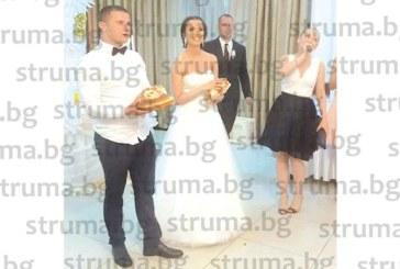 Двама влюбени благоевградчани се прибраха от Англия и вдигнаха сватба