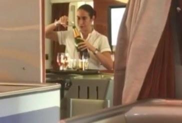Вижте какво правят с недопитото шампанско в баровска авиокомпания! (Видео)