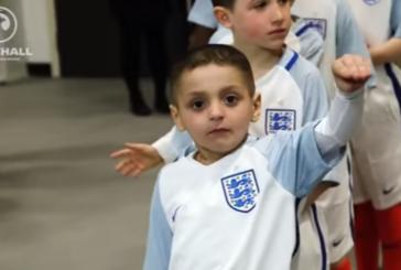 Англия потъна в скръб! Хиляди се сбогуваха с 6-г. футболен фен Брадли Лауъри