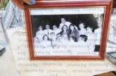 Състуденти от ВИТИЗ просълзиха актрисата Бистра Тупарова на 70-ия й рожден ден в Благоевград с акростих и камбанка, за да ги вика, когато има нужда от тях