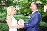 Пиарът на община Разлог А. Дункина и началникът на административен отдел Ив. Дебелушин вдигнаха тежка македонска сватба