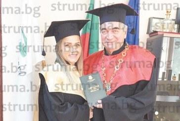 Шампионката по борба на Ислямските олимпийски игри 2017 Елис Манолова се дипломира в благоевградския Колеж по туризъм