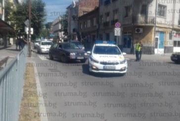 ПЪРВИ СНИМКИ ОТ ЕКШЪНА! Патрулки се изсипаха на площада в помощ на нападнатите с брадва и нож полицаи