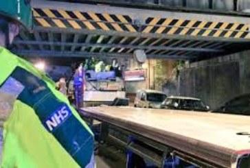 Жесток сблъсък между пътнически и товарен влак в Лондон, има пострадали