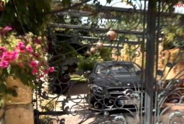 Пред дома на отвлечения Адриан е страшно, родителите стоят вцепенени до телефона в очакване на вест/вижте снимки/